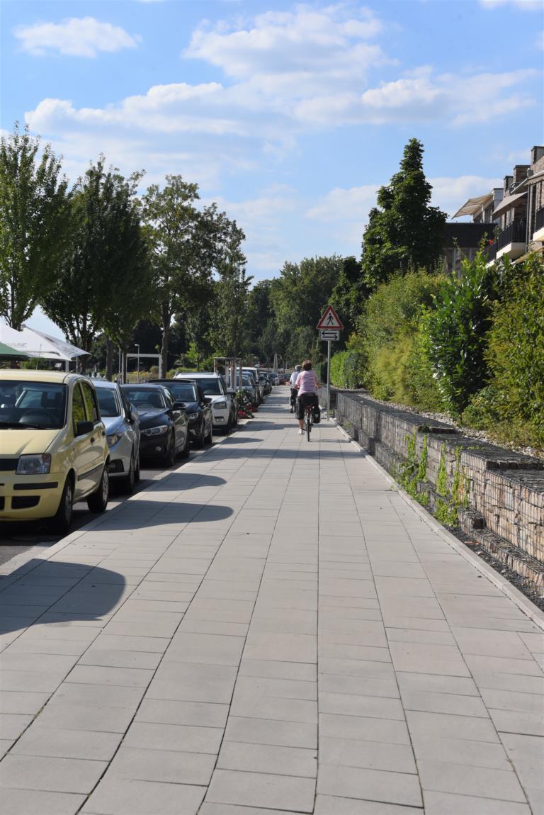 """Als """"Zwischenlösung"""" nutzen die Fahrradfahrer den Bürgersteig"""
